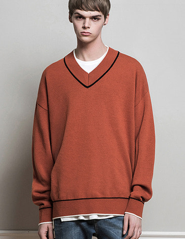 DOUBLE COLOR V-NECK KNIT [CARMINE]