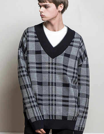 OVERSIZED CHECK V-NECK KNIT [NAVY]