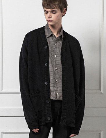 ESSENTIAL CARDIGAN [BLACK]