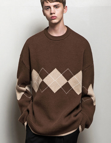 ARGYLE CHECK OVERFIT ROUND KNIT [BROWN]