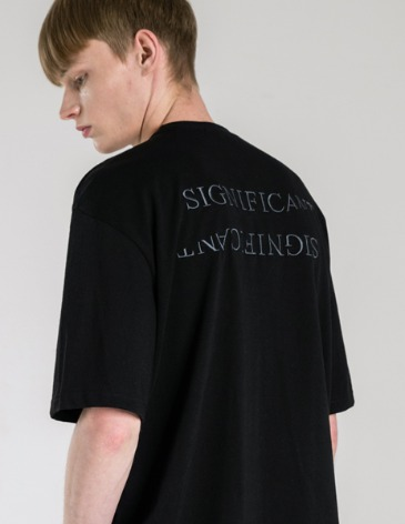 REVERSED LETTERING T-SHIRT [BLACK]