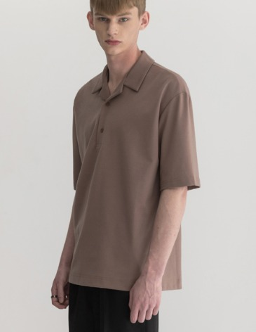 OPEN COLLAR T-SHIRT [MOCHA]