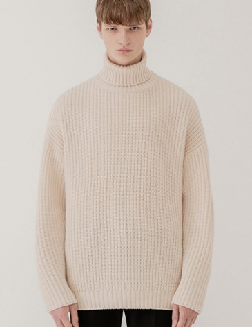 OVER-FIT TEXTURED TURTLE NECK KNIT [IVORY]