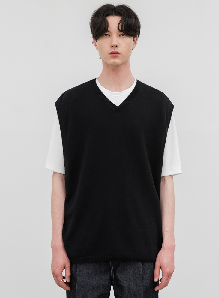 SOFTENING MINIMAL KNIT VEST [BLACK]
